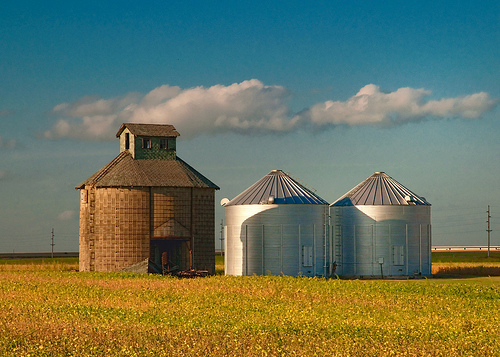 Grain_bins_Flickr_Photo_By_Toby_d1